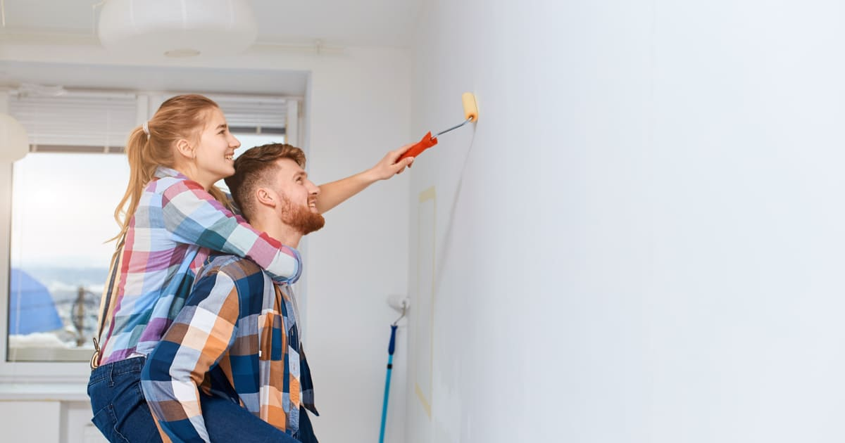 Quais materiais usar para corrigir imperfeições na parede